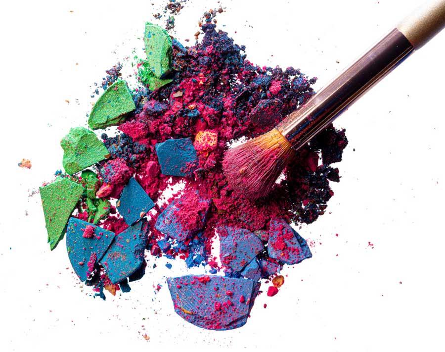 Zwykłe, koncernowe produkty mają większą palete barw. Naturalne kosmetyki do makijażu są za to zdrowe