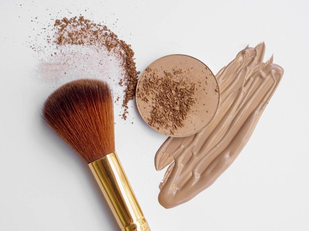 Naturalne kosmetyki do makijażu to również szeroki wachlarz podkładów i pudrów