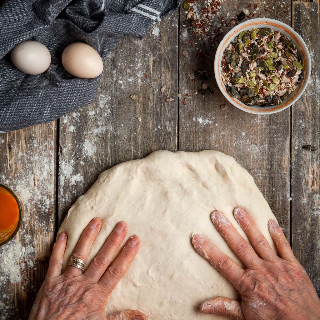 chleb pełnoziarnisty i ziarna